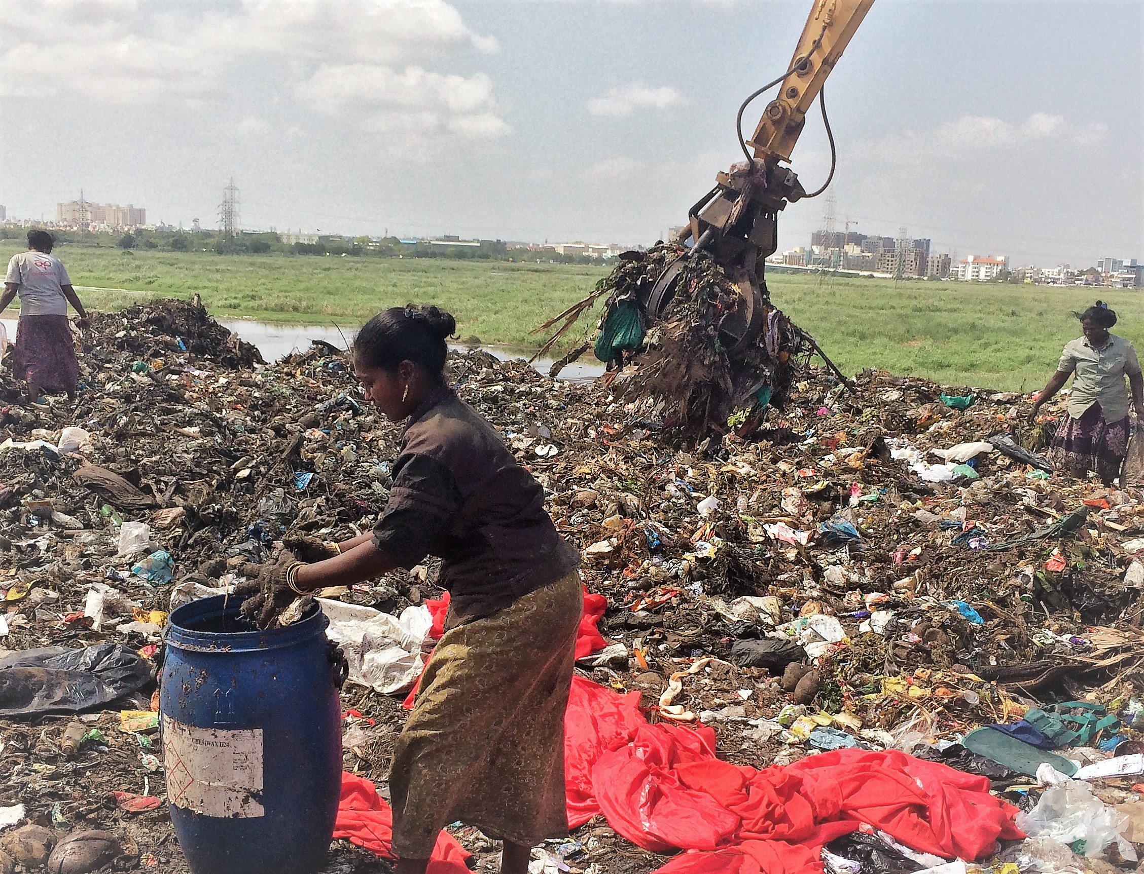 An open garbage dump in Chennai, India